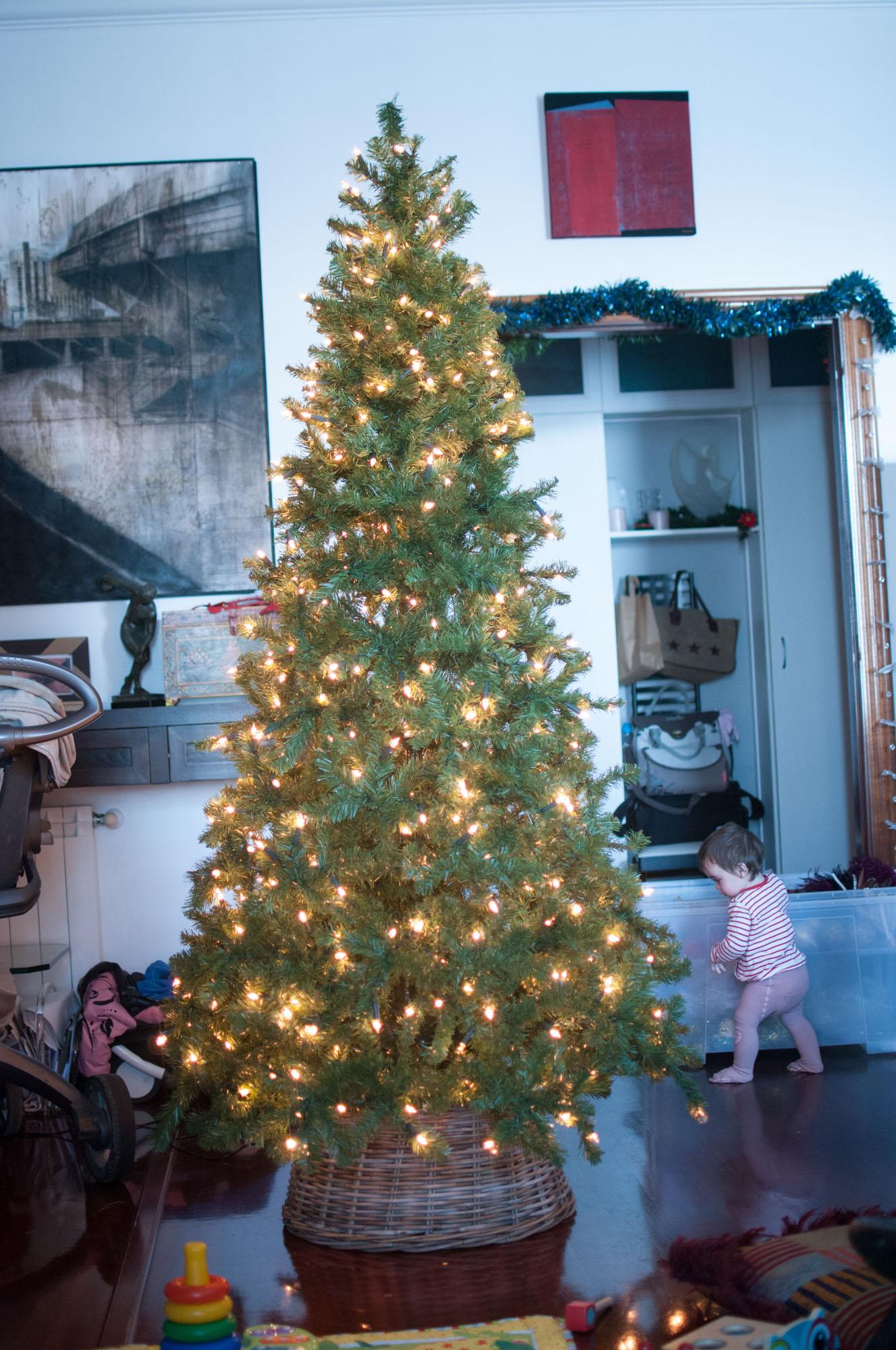 Poniendo el rbol de navidad blog de la casa de mar - Arbol navidad casa ...