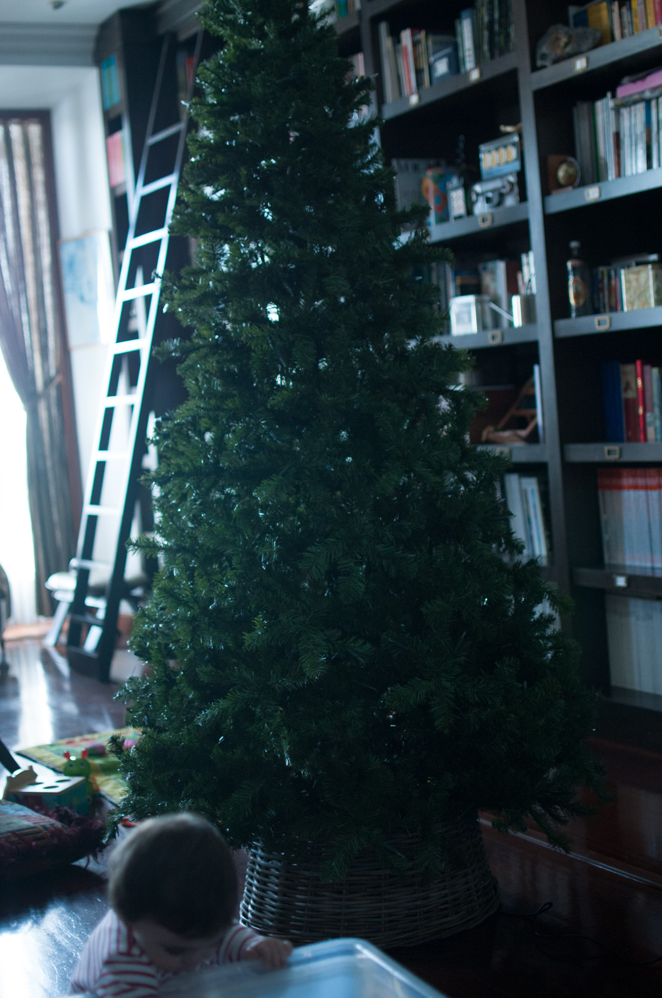 821236e0527 Poniendo el árbol de Navidad - La casa de Mar Orden y Deco El Blog