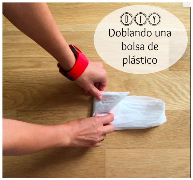 DIY-doblando-una-bolsa-de-plastico, diy, deco, orden, organización, mar vidal, la casa de mar, interiorismo