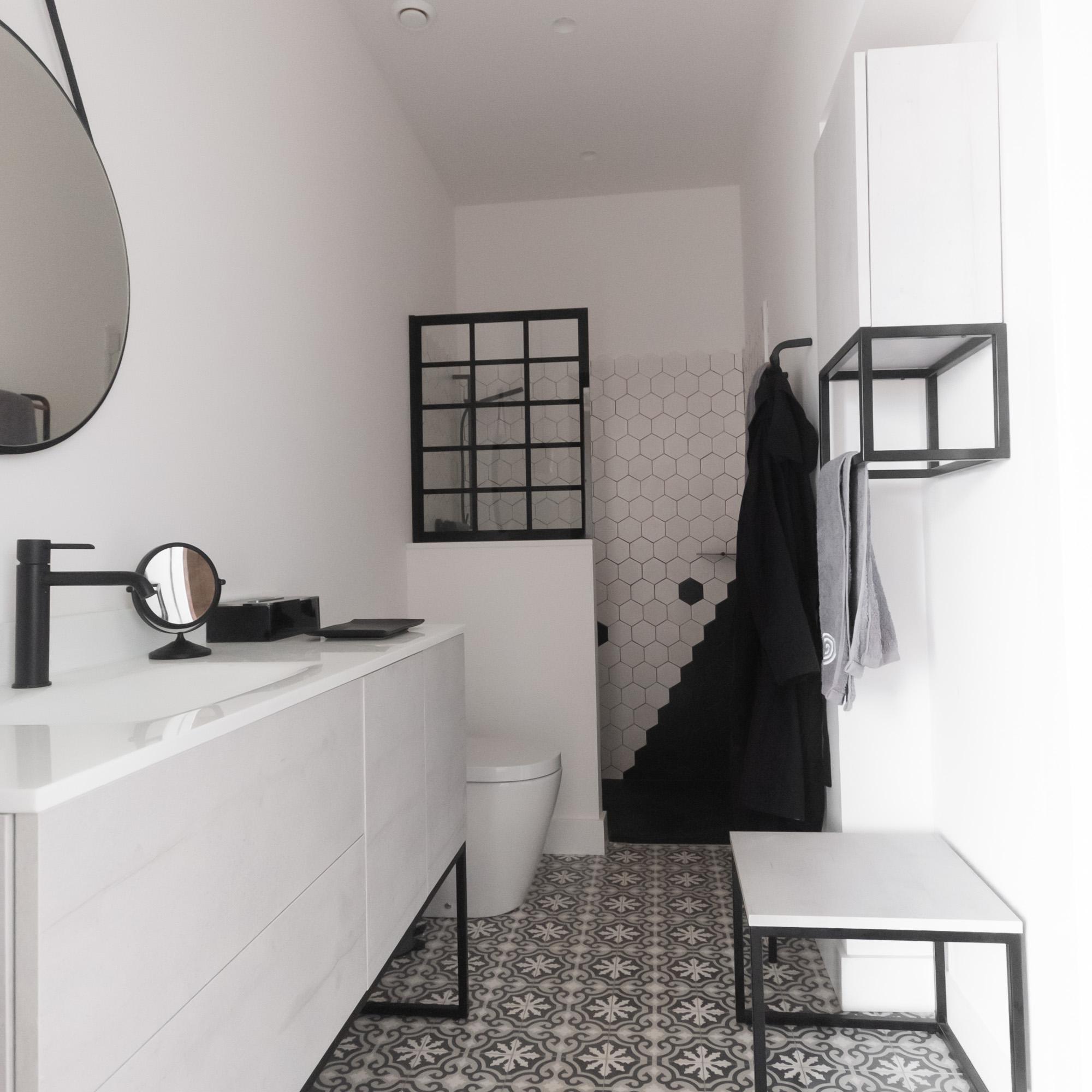 diy-portarollos-negro-con-mucho-estilo, la casa de mar orden y deco, mar Vidal, decoración, interiorismo